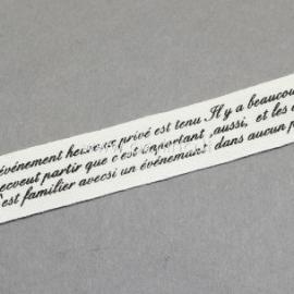 Medvilninė juostelė, kreminė su juodos sp. tekstu, 15 mm, 1 m