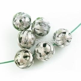"""Vielutės karoliukas """"Siūlų kamuoliukas"""", sidabro sp., 15 mm"""